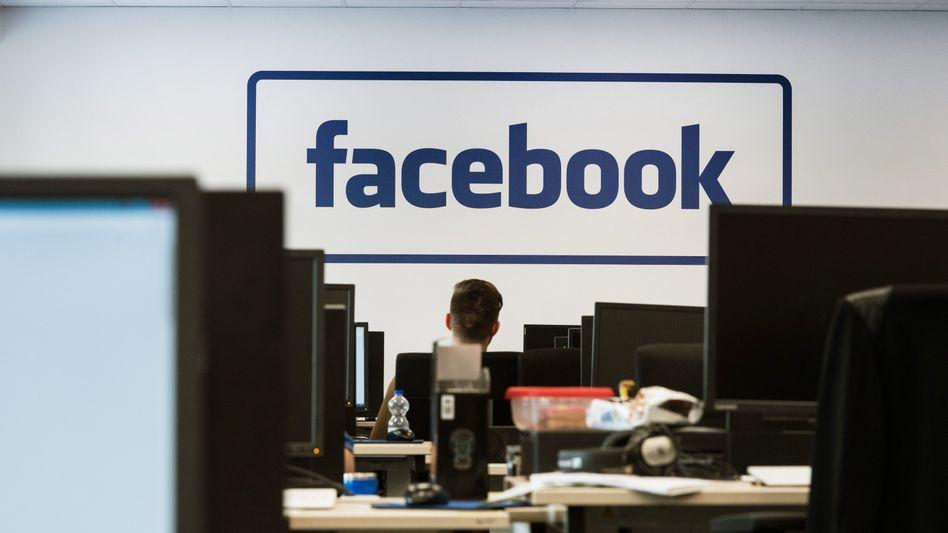 Facebook lässt Nachrichten bekanntlich löschen. Was viele nicht wussten, der Konzern ließ auch Nachrichten abtippen, die ...
