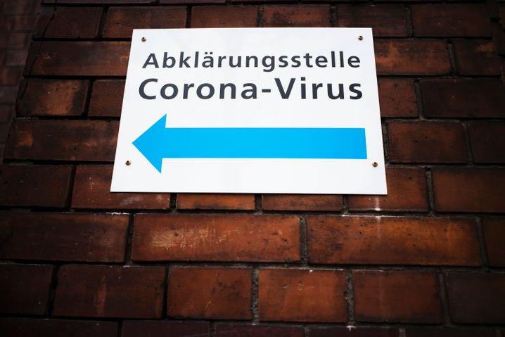 Die Zahl der Corona-Infektionen in Deutschland steigt. Das Robert -Koch-Institut schließt für die Bundesrepublik ein Szenario wie in Italien nicht aus
