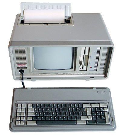 """Man nannte ihn """"Schlepptop"""": Der Nixdorf 8810/25, einer der ersten mobilen PCs, war kein Leichtgewicht. Er wog acht Kilo und kostete bei Markteinführung 1985 rund 8000 Mark."""