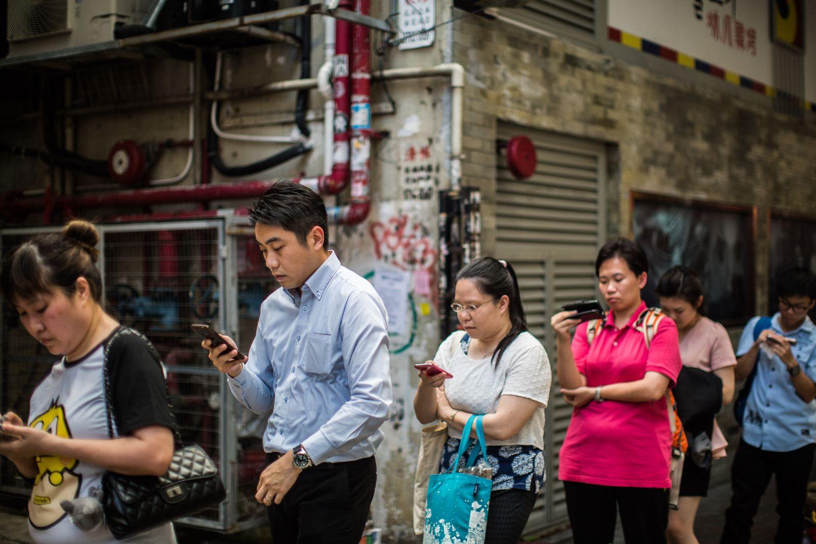 Chinesen Smartphone / Asiaten / Handy