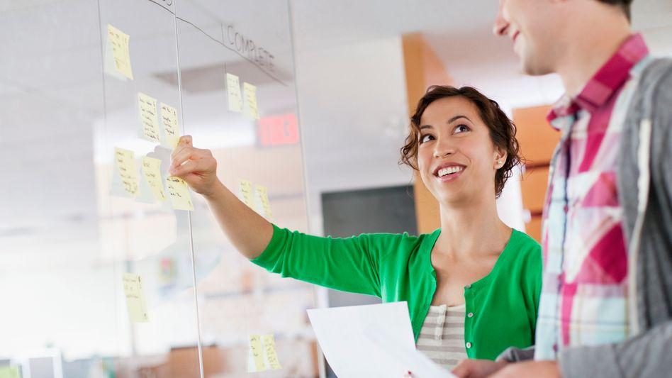 New Work: Die neue Management-Methode (Agilität, Augenhöhe und so weiter) gilt als Wunderwaffe. Je tiefer der Schmerz einer Organisation, desto verheißungsvoller klingt das New-Work-Versprechen