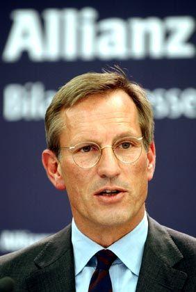 """Michael Diekmann Vorstandsvorsitzender Allianz Gesamtbezüge 2004: 4,7 Mio. Euro (Dax-Durchschnitt: 3,6 Mio. Euro) Eigenkapitalrendite nach Eigenkapitalkosten: -3,5% (Dax: +3,8%) Wertschöpfung nach Eigenkapitalkosten: -11,8% (Dax: -1,6%) Gesamtbezüge-Platzierung im Dax-Vergleich: Rang 5 """"Pay for Performance""""-Platzierung im Dax-Vergleich: Rang 27"""
