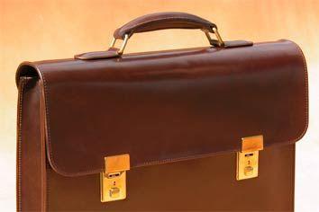 Tolle Tasche: Auf Kundenwunsch gibt's bei Bernd Kreis nicht nur Gürtel