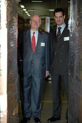 Vater und Sohn: Michael Wirtz war mehr als drei Jahrzehnte geschäftsführender Gesellschafter von Grünenthal. Sohn Sebastian, Nachfolger seines Vaters, war mit der Aufgabe des Geschäftsführers überfordert, 2008 trat er zurück.