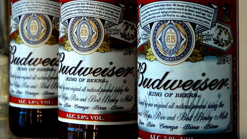 Wer schluckt wen? Weltmarktführer und Budweiser-Produzent Anheuser-Busch InBev bereitet offenbar ein Übernahmegangbot für die Nummer Zwei, SABMiller, vor. SABMiller wiederum will mit Heineken die Nummer Drei schlucken