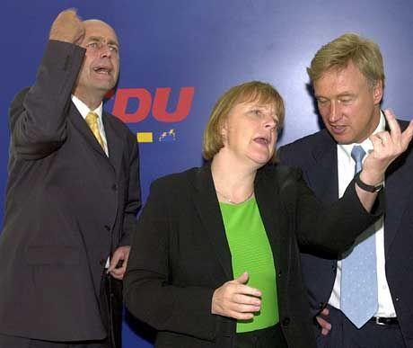Meyer, Merkel, von Beust: ein Teil der CDU-Spitze beim Einüben der werbewirksamen Körpersprache.