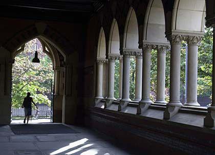 Harvard-Campus: Der Besuch der richtigen Hochschule stellt in den USA die wichtigsten Karriereweichen