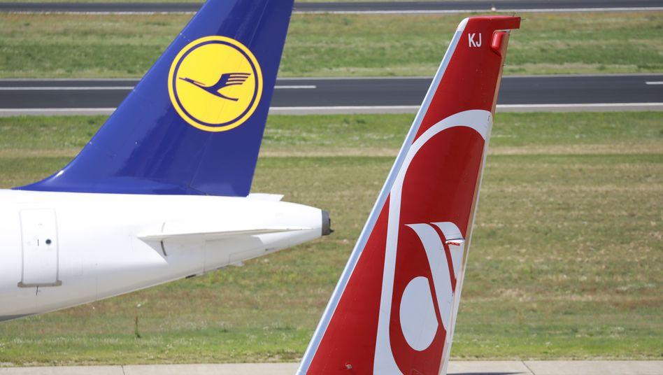 """""""Abgekartetes Spiel"""": Wettbewerber im Bieterverfahren um Air Berlin kritisieren das Verfahren scharf, sie sehen die Lufthansa trotz ihrer in Deutschland marktbeherrschenden Stellung klar bevorzugt"""
