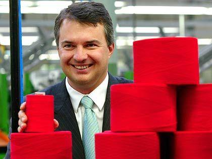 """""""In China entstehen derzeit riesige Textilproduktionen, die meisten haben noch gar nicht begriffen, was da auf uns zurollt"""" Finanzvorstand Clemens Gütermann"""