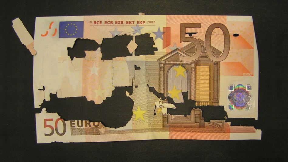 Löchrige Euros: Wie viel ist das Geld in zehn Jahren noch wert?