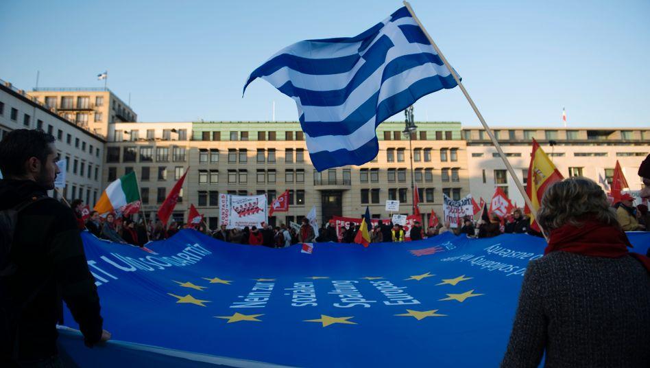 """Demo in Berlin: Die """"Blockupy""""-Bewegung wirbt für Solidarität und die Unterstützung Griechenlands in der Schuldenkrise. Athen meldete am Montag sogar einen Haushaltsüberschuss - ohne Schuldendienst"""