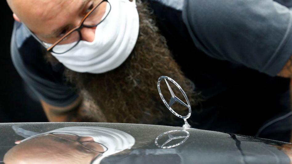 Stillstand wegen fehlender Elektronikbauteile: Der Autobauer Daimler schickt wegen des Chipmangels tausende Werkmitarbeiter in Kurzarbeit