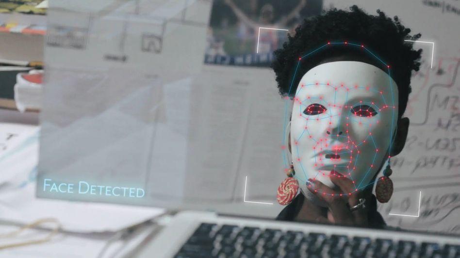 """""""Coded Bias"""": Auch die Aktivistin Joy Buolamwini macht als Gründerin der Algorithmic Justice League auf das Thema aufmerksam"""