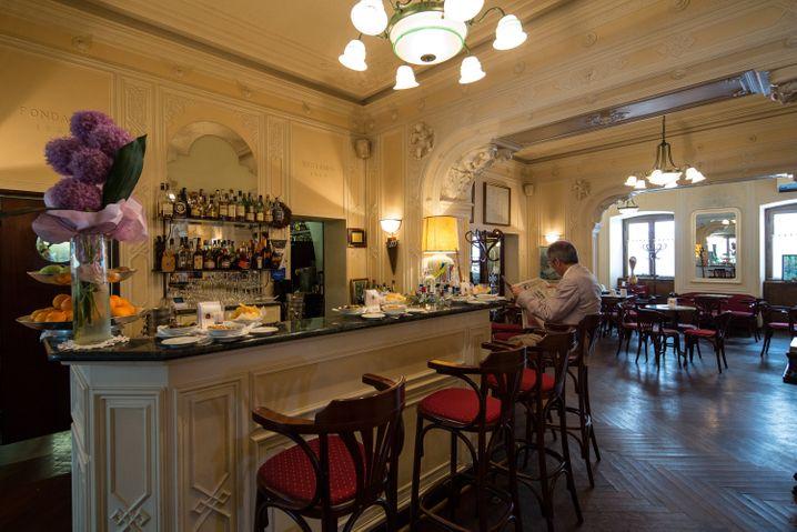 Caffè Tommaseo in Triest: Die Cafés in Triest erinnern an die Kaffeehäuser in Wien, doch es geht meist lebhafter zu