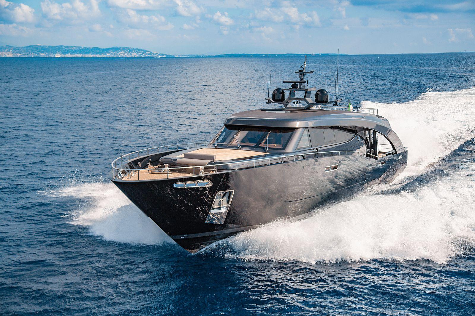 EINMALIGE VERWENDUNG Freedom / Motoryacht