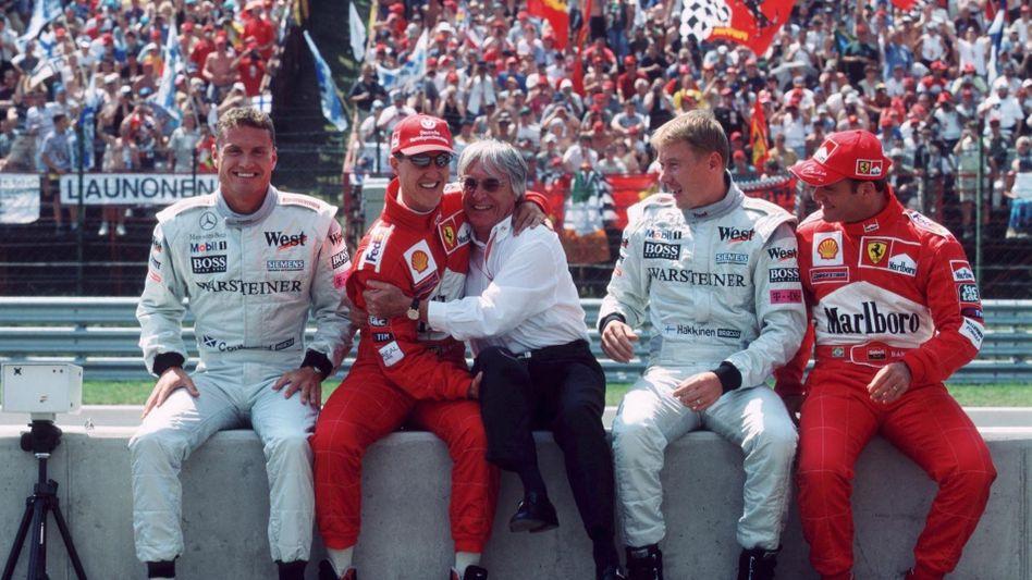 Bernie Ecclestone (Mitte): Im Kreis der Champions