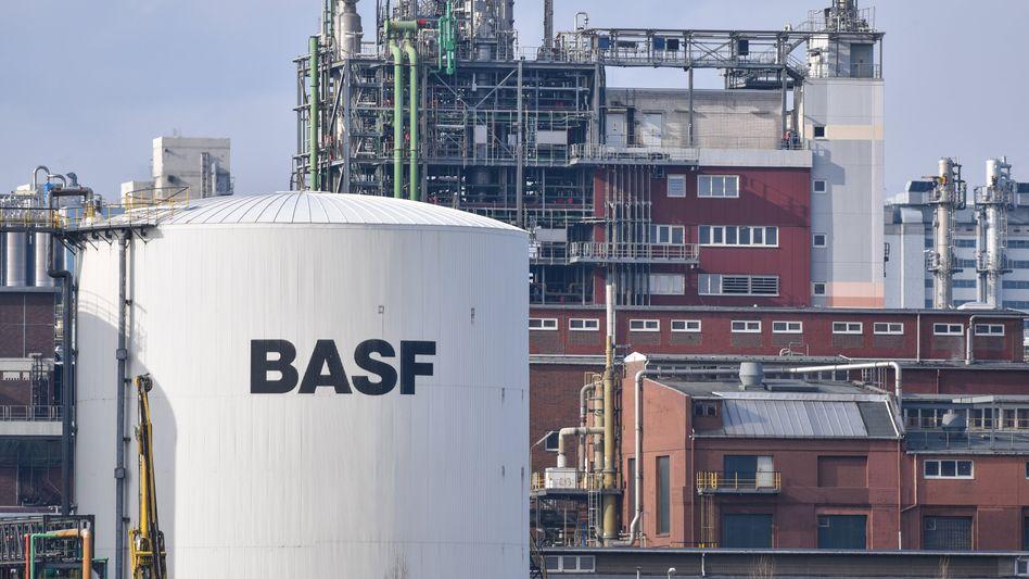 BASF-Werk in Ludwigshafen: Das Unternehmen will bis Jahresende seine Bauchemiesparte verkaufen.