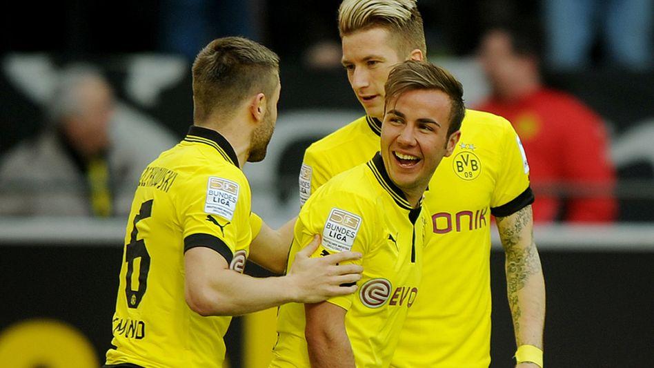 Bald neuer Verein: Mario Götze (Mitte) wechselt zum Liga-Konkurrenten Bayern München