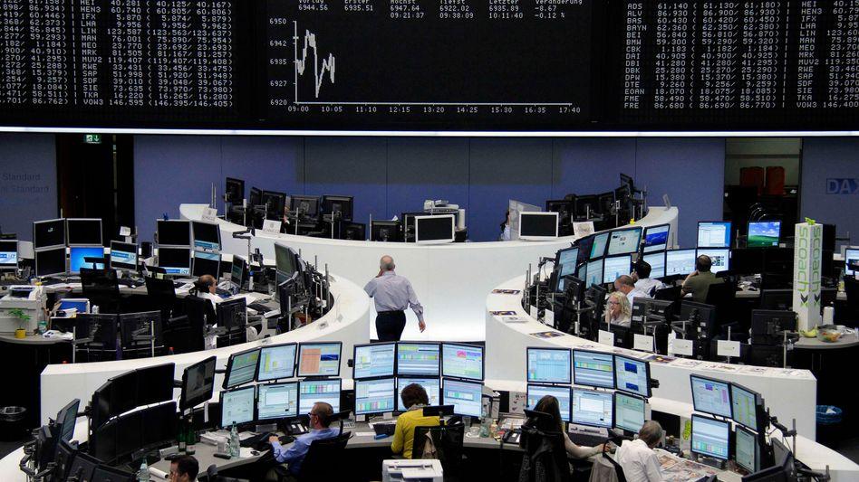 Wertpapierhändler in Frankfurt: Anleger schalten in den Rückwärtsgang