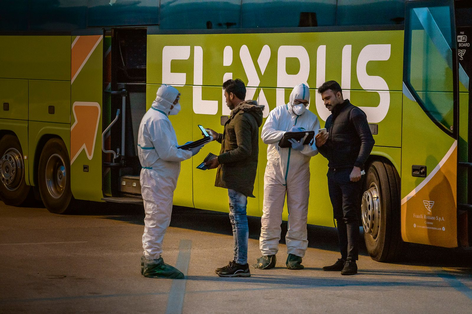 Sanitary checks on the buses coming from North Italy