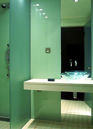 ... komfortable Dusche und viel Kunst sieht das Art & Tech-Konzept von Le Méridien vor