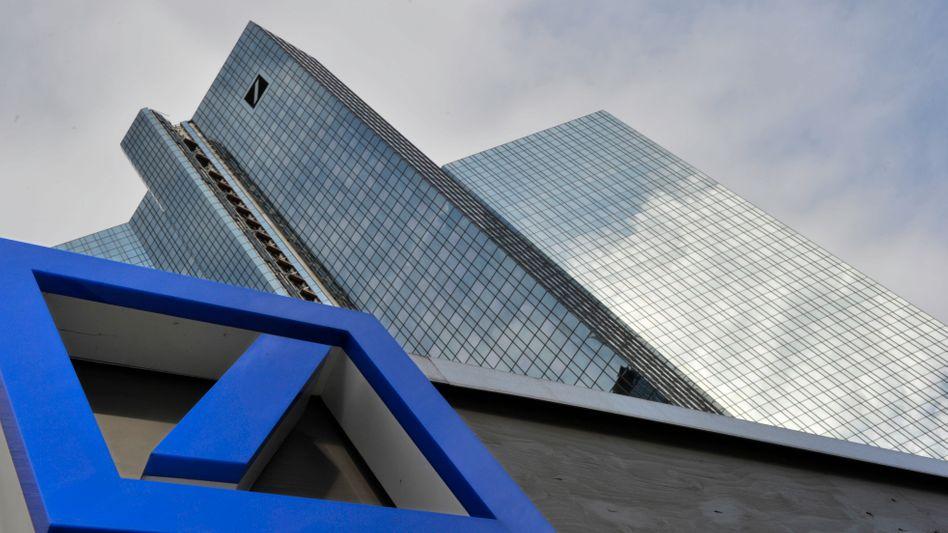Deutsche Bank in Frankfurt: Für das Geschäftsfeld Zahlungsverkehr würde sich die größte Deutsche Bank durchaus noch verstärken - auch mit Teilen von Wirecard, die derzeit günstig zu haben sein dürften.
