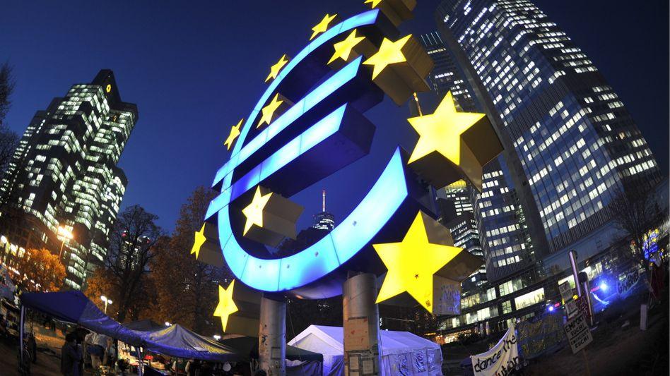 """EZB-Zentrale in Frankfurt: """"Damit wird Zeit gekauft"""""""