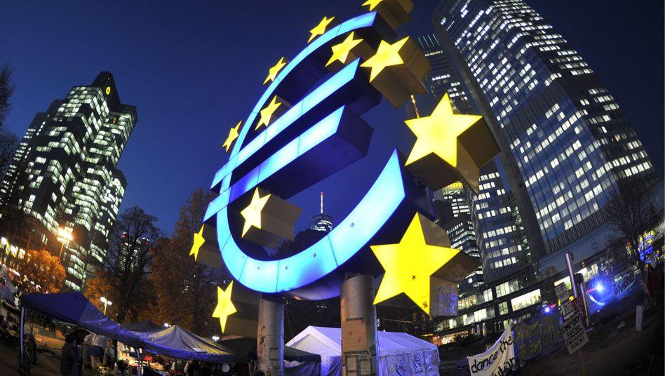 Europäische Zentralbank: Die Notenbank kann notfalls unbegrenzt Geld drucken, hat also unbegrenzte Feuerkraft