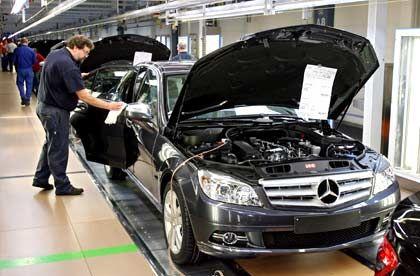 Daimler-Produktion in Stuttgart: Konzern flirtet mit dem Konkurrenten BMW