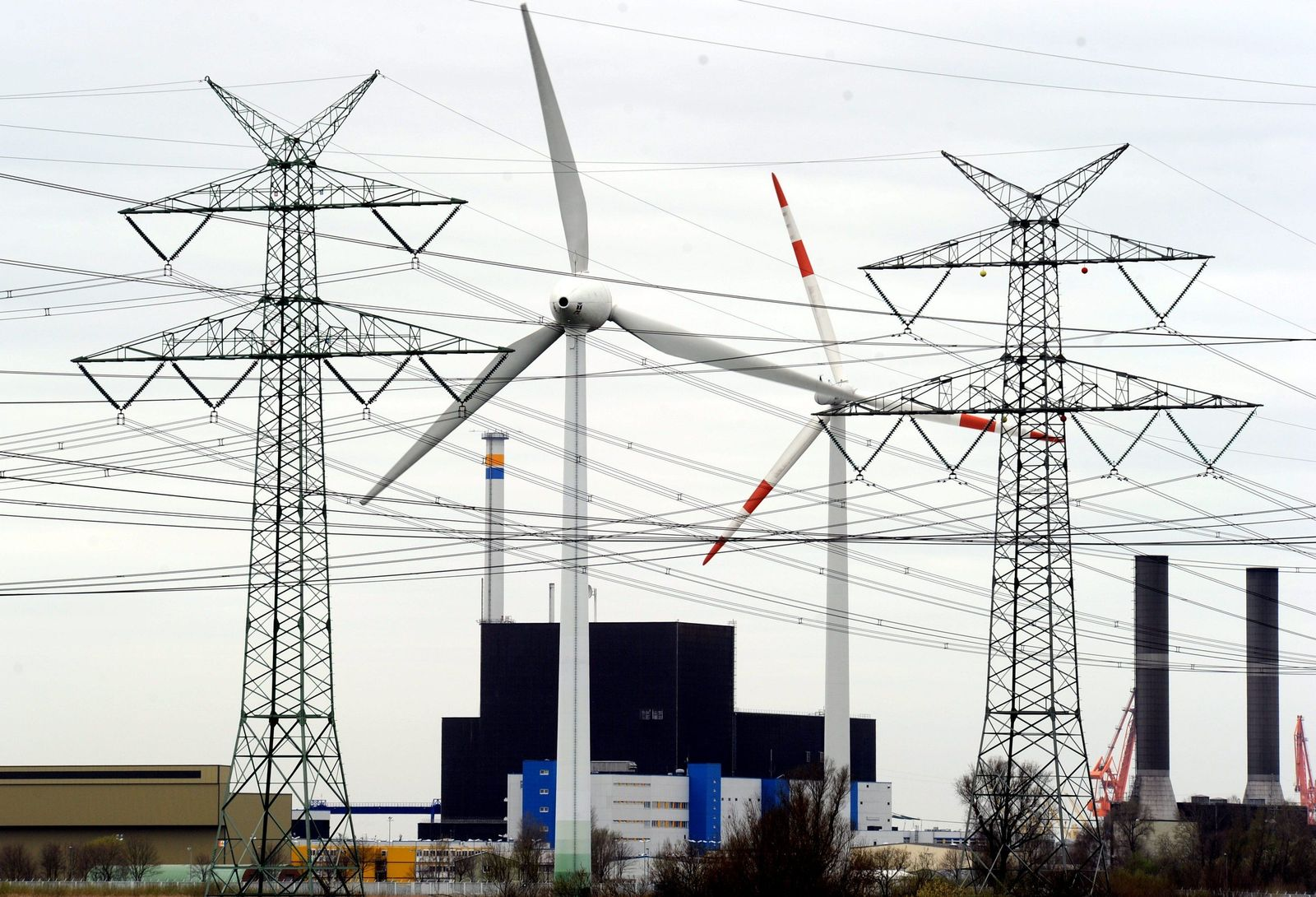 AKW Brokdorf/ Stromnetze/ Atomkraft