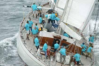 """Alle Mann an Deck: Die """"Windrose"""" unter Segeln"""
