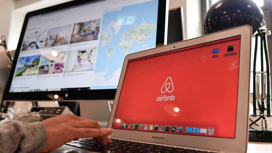 Der Online-Unterkunftsvermittler Airbnb muss der Stadt München die Namen und Adressen von Anbietern illegal genutzter Ferienwohnungen preisgeben