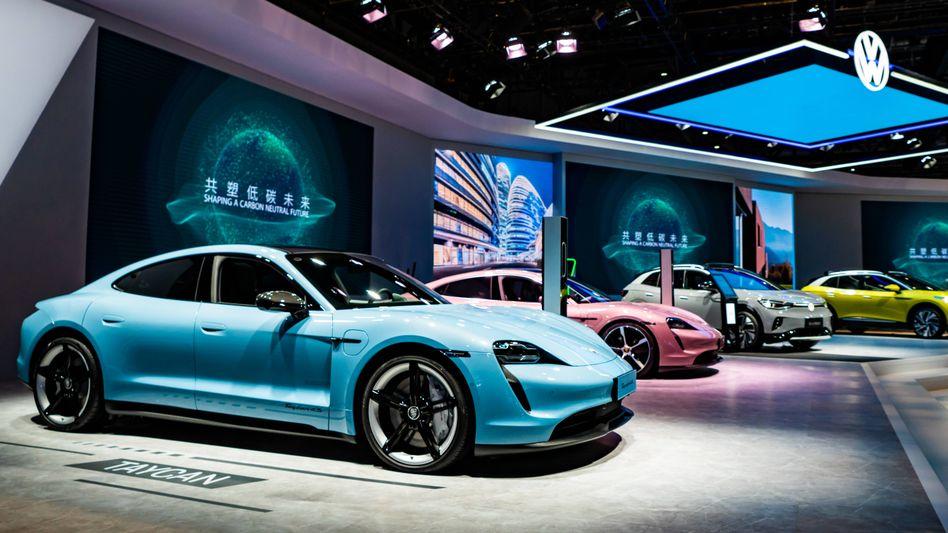 Porsche Taycan auf der Außenhandelsmesse in Shanghai am 5. November 2020
