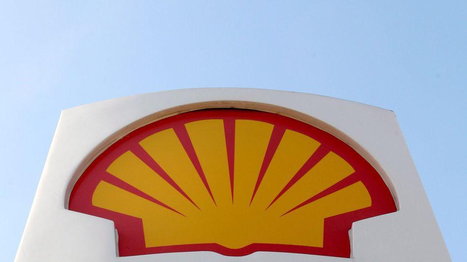 Gewinn mehr als halbiert: Der niedrige Ölpreis setzt den Ölkonzernen zu, Shell steuert jetzt mit Jobabbau und Produktionskürzung dagegen