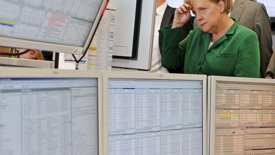 Bundeskanzlerin Angela Merkel: Sie hat vor einiger Zeit der Strombörse in Leipzig besucht. Dort werden Stromkontrakte gehandelt - und sind billigere als der Strom, für den die Privathaushalte zahlen müssen. Kein Wunder, denn die Börse kalkuliert nur die Stromherstellung und -lieferung ein, nicht aber die politischen Kosten wie die Förderung Erneuerbaren Energien