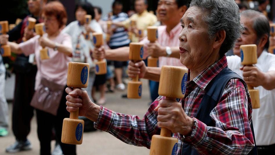 """Senioren beim Sport: Das """"japanische Szenario"""" galt lange als Schreckgespinst - doch für Deutschland dürfte es viel schlimmer kommen"""