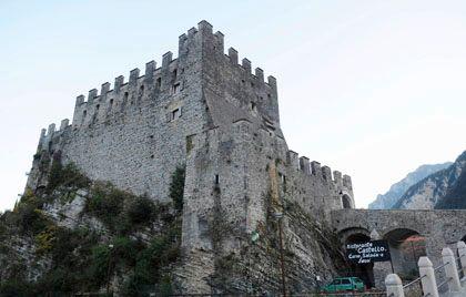 Zumwinkels neuer Wohnsitz: Die Burg Tenno am Gardasee