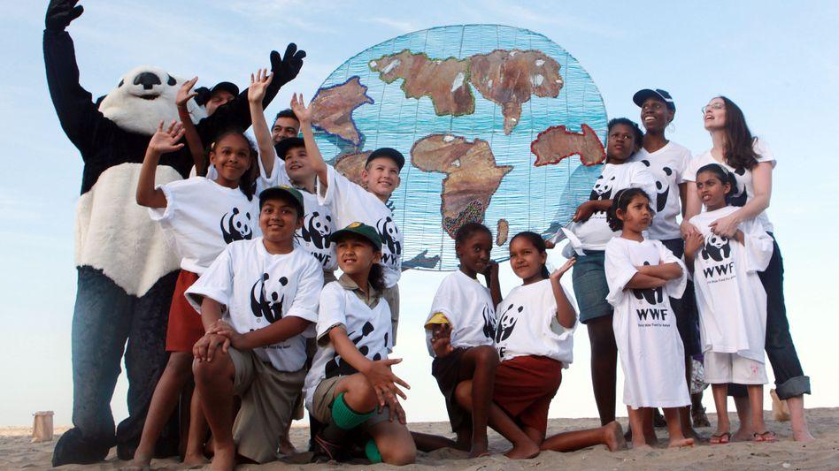 WWF-Mitglieder in Durban: Die EU tat sich mit den ärmsten Ländern zusammen - und erhöhte so den Druck auf die großen Klimasünder