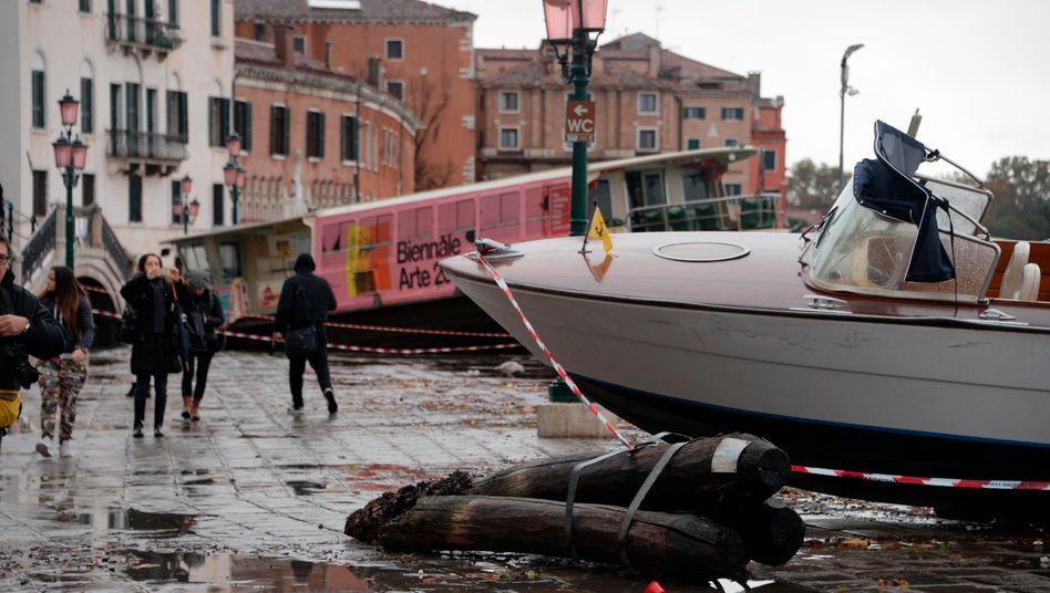Markusplatz in Venedig: Der Pegel ist mit 1,87 Meter auf den höchsten Stand seit 50 Jahren gestiegen