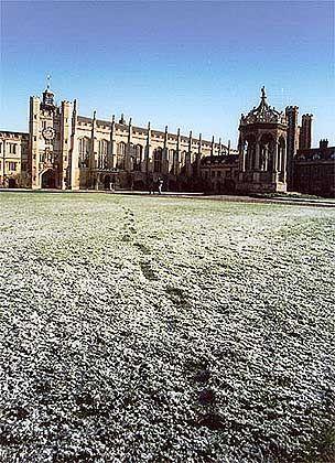 Spuren im Schnee: Die meisten Studenten in Cambridge wissen nichts von der Existenz der Geheimgesellschaft