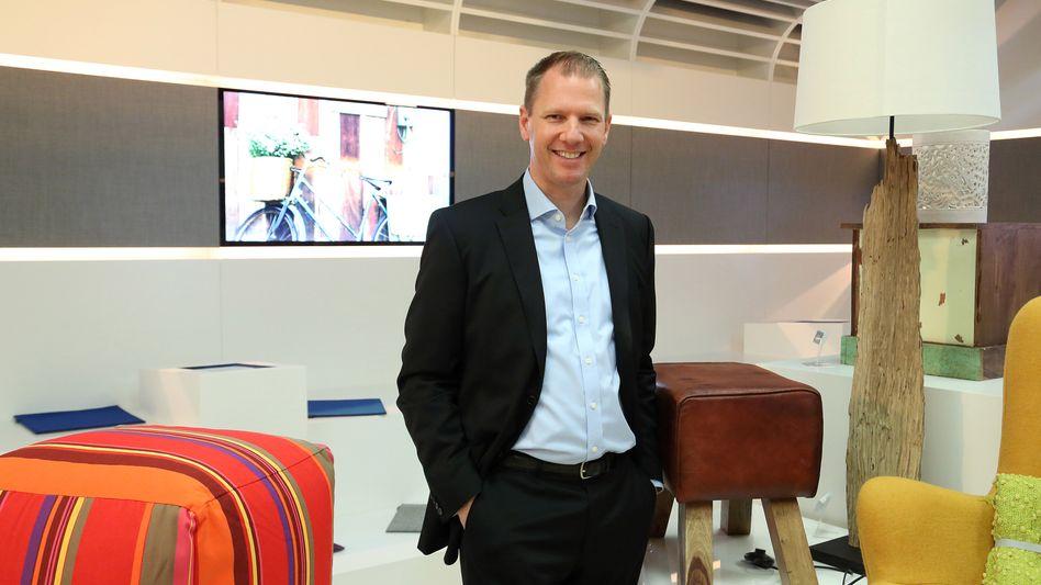 """Ebay-Deutschland-Chef Stephan Zoll bei der Eröffnung des """"The Inspiration Store"""" im Weserpark in Bremen 2014"""