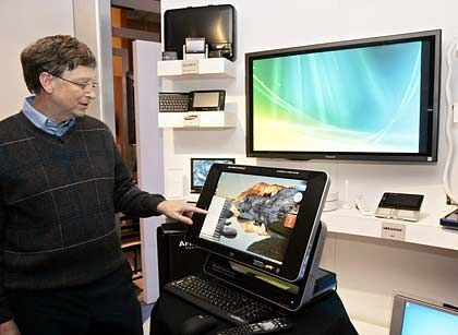 Vernetztes digitales Heim: Microsoft-Gründer Gates zeigt PCs, die zusätzliche Funktionen des neuen Betriebssystems Windows Vista nutzen