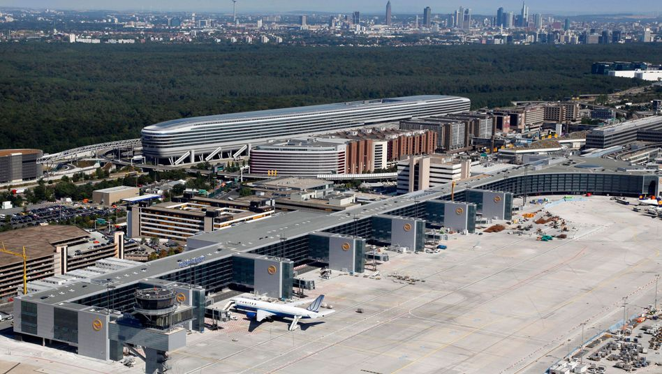 Flughafen Frankfurt: Bei der Razzia stellte die Justiz fast drei Millionen Euro sicher