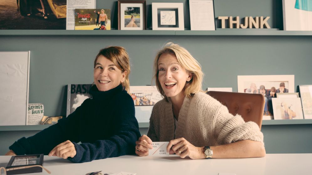 Klar-Texterinnen: Die eine: Managerin. Die andere: Werberin. Zusammen: Freundinnen wie aus dem Bilderbuch, Karen Heumann (l.) und Julia Jäkel.