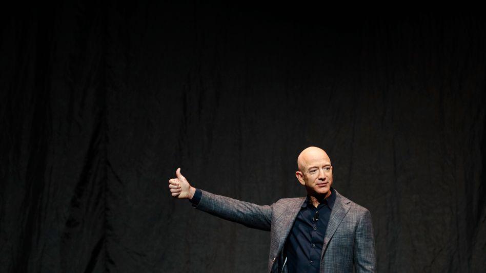 Daumenkino: Jeff Bezos, der neben Elon Musk reichste Mann der Welt, blättert durch sein Leben