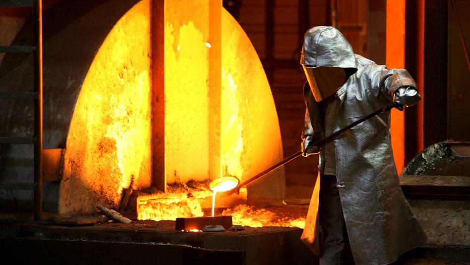 Stahlarbeiter bei ThyssenKrupp: Bereits im September blieb die übliche Steigerung in Deutschland aus