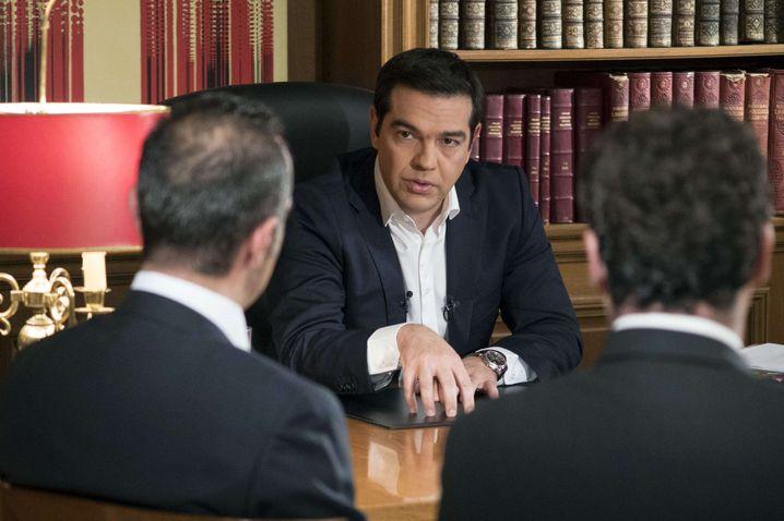 """Tsipras im TV-Interview: """"Jeder muss jetzt seine Verantwortung übernehmen"""". Der griechische Ministerpräsident hat für ein Ja des Parlaments zu den von den Gläubigern verlangten Reformen geworben"""