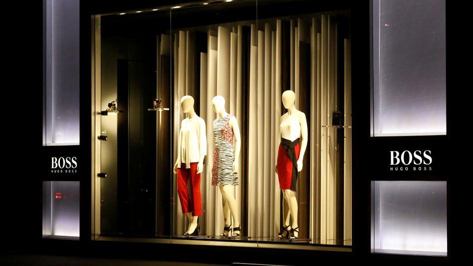 Schaufenster eines Hugo-Boss-Ladens: Der Modekonzern will mit einem neuen E-Commerce-Chef den Onlinehandel stärken