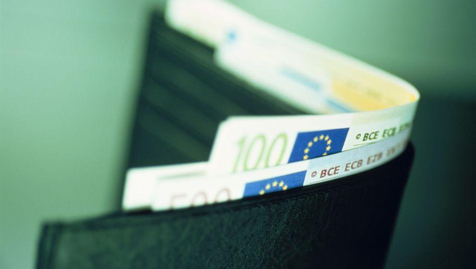 Gehaltsreport 2013: Weibliche Führungskräfte verdienen rund 20.000 Euro weniger als ihre männlichen Kollegen