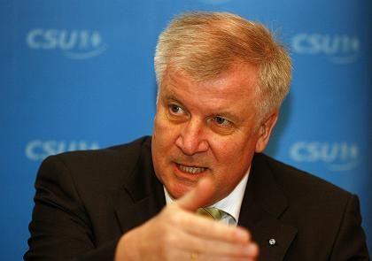 """Ministerpräsident Seehofer: """"Ich hoffe nicht, dass die Opel-Rettung ein Fehler war"""""""